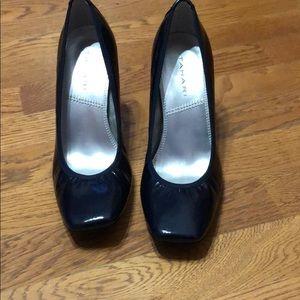 EUC Tahari Navy heels